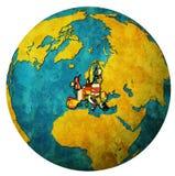 Territorio di Unione Europea con le bandiere sopra la mappa del globo Fotografia Stock