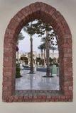 Territorium av det kungliga storslagna hotellet i Sharm el Sheikh till och med th Arkivbild