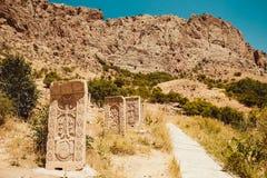 TerritoriumNoravank kloster med khachkars Armenisk kultur Planlägg och model min äga pilgrimsfärdställe bakgrundshimmeljesus reli royaltyfri bild