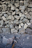 Terrones del carbón con el martillo Imagen de archivo