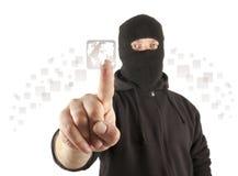 Terrorist, der die virtuelle Taste eindrückt stockfotografie