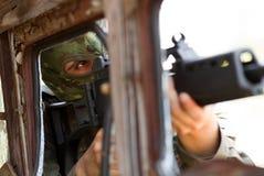 Terrorist i maskering med en tryckspruta Royaltyfria Bilder