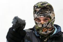 Terrorist med pistolen royaltyfria bilder