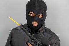 Terrorist met een potlood in zijn wapen Royalty-vrije Stock Foto's