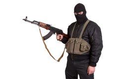 Terrorist mit der Kalaschnikow lokalisiert lizenzfreie stockfotografie