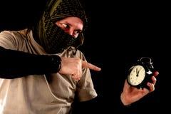 Terrorist mit einer Uhr stockfotos