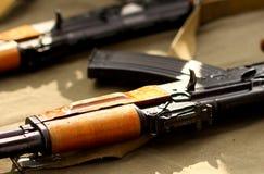 Terrorist-Weapons-Militärhintergrund Stockfotografie