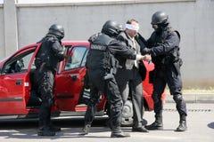 """Terroristas da captura do pelotão da polícia com bomba em um carro na cidade †""""setembro de Sófia, Bulgária, 11,2007 Cena crimin Foto de Stock Royalty Free"""