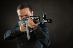 Terroriste avec la kalachnikov photos libres de droits