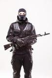 Terroriste avec la mitrailleuse d'ak47 d'isolement Image libre de droits