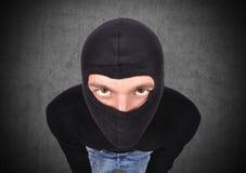 Terroriste dans le masque image stock