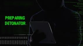 Terroristen som aktiverar avlägset, bombarderar explosionmekanismen, viktig terrorattack stock video
