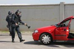 """Terrorister för polistrupplås med bombarderar i en bil i staden av Sofia, Bulgarien†""""september, 11,2007 brottslig plats brottsl Arkivfoton"""