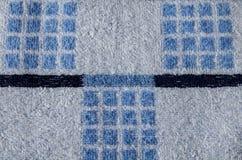 Terry Towel mit blauem geometrischem Muster Stockbilder