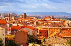 Teruel från kullen i sommardag Arkivfoton
