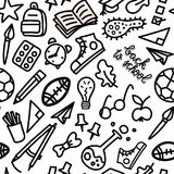 Terug naar de stijl naadloos patroon van de schoolkrabbel Schoolbus, bagpack, potlood, raket, tennisschoen, schoolboard enz. Stock Afbeelding