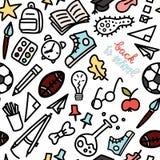 Terug naar de stijl naadloos patroon van de schoolkrabbel Schoolbus, bagpack, potlood, raket, tennisschoen, schoolboard enz. Royalty-vrije Stock Fotografie