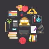 Terug naar geplaatste school vectorpictogrammen, vlak ontwerp Royalty-vrije Stock Afbeeldingen