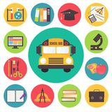 Terug naar school, bus en leverings vector geplaatste pictogrammen Stock Foto