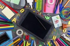 Terug naar School De reeks van school heeft voor modern onderwijs bezwaar: pennen Royalty-vrije Stock Foto's