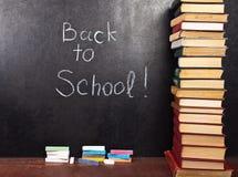 Terug naar school die op bord wordt geschreven Royalty-vrije Stock Fotografie
