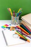 Terug naar school: Schoolkantoorbehoeften Royalty-vrije Stock Afbeeldingen