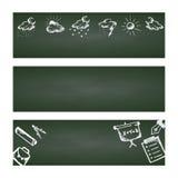 Terug naar School Vastgestelde Webbanner Hand getrokken schoolpictogrammen en symbolen op groen bord met plaats voor uw tekst Royalty-vrije Stock Foto's