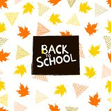 Terug naar schoolachtergrond met kleurrijke esdoornbladeren en triangl Royalty-vrije Stock Afbeeldingen