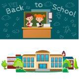 Terug naar schoolconcept, Les in klaslokaal bij universiteit, verklaart de leraar aan de les van Kinderen dichtbij bureau voor Royalty-vrije Stock Fotografie
