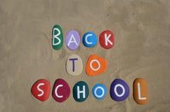 Terug naar schoolconcept met gekleurde stenensamenstelling Stock Afbeelding