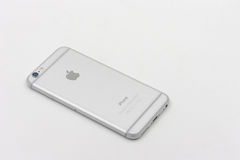 Terug van Apple Iphone 6 in witte kleur die op witte achtergrond leggen Royalty-vrije Stock Afbeelding