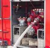 Terug van de brandvrachtwagen, de slangen en het materiaal, de rode brandmotor, het speciale materiaal en de hydranten royalty-vrije stock fotografie