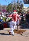 Terug van de witte haired mens met heldere rode en witte kleding en riet in Maart voor het Leven Tulsa Oklahoma de V.S. 3 24 2018 Stock Foto's