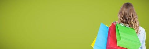 Terug van klant met zakken tegen groene achtergrond Royalty-vrije Stock Foto's