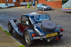 Terug van Marlin Berlinetta bij een weg in Glasgow, Schotland wordt geparkeerd dat stock afbeelding