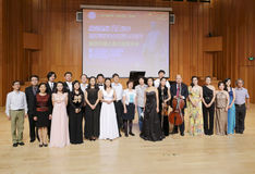 Teruggekeerde de groepsfoto overzee van studenten muzikale talenten stock afbeeldingen