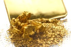 Terugwinning van oude juwelen stock afbeelding