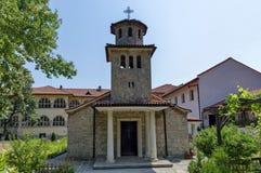 Återuppbyggnads- bulgarisk ortodox kyrka i den aktiva Batkun kloster Royaltyfri Foto