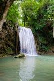 Terza fila della cascata di Erawan nel parco nazionale di Erawan Immagini Stock