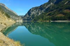 Terzaghi fördämning och snickare Lake Reservoir i Briish Columbia, Ca Royaltyfria Foton