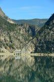 Terzaghi fördämning och snickare Lake Reservoir i British Columbia, C Arkivbild
