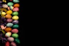 Terzi dello spazio della copia della parte di sinistra delle uova di Pasqua Immagine Stock
