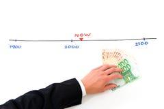 Terzijde leggend geld voor de toekomst stock afbeeldingen