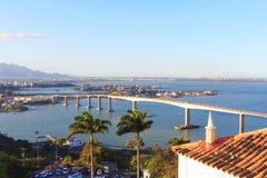 Terzo punto di vista del ponte (Terceira Ponte) di Vitoria dal convento di Penha immagini stock