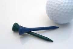Tes y bola de golf Fotografía de archivo libre de regalías