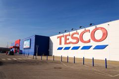 Tesco company logo on the supermarket building Stock Images