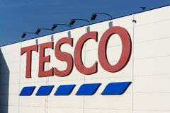 Tesco company logo on the supermarket building Stock Photo