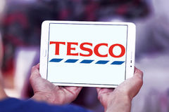 Tesco logo. Logo of the international chain of convenience stores tesco on samsung tablet Stock Photos
