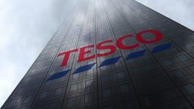 Tesco logo på reflekterande moln för en skyskrapafasad Redaktörs- tolkning 3D Arkivfoton