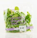 Tesco-Tasche der Brunnenkresse, des Spinats und des Rocket-Salats Stockfotografie